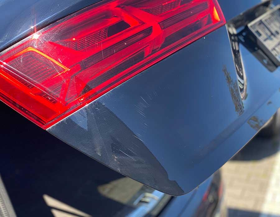 Kratzer auf Kofferraumtür - Lackdoktor in Porta Westfalica und Bielefeld-AUTO-DOC Adam Wronka