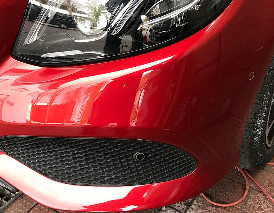Reparierte Lackkratzer auf Fahrzeugschürze-Lackdoktor in Porta Westfalica und Bielefeld-AUTO-DOC Adam Wronka